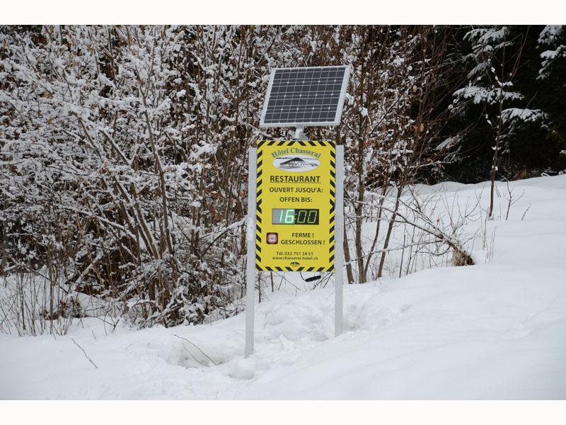 panneau ecran LED info horaire hiver